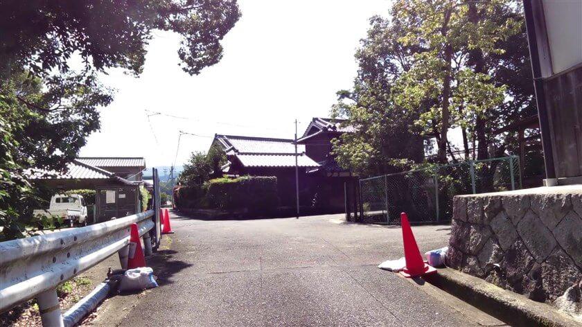 高向神社は、小さい集落の中にある