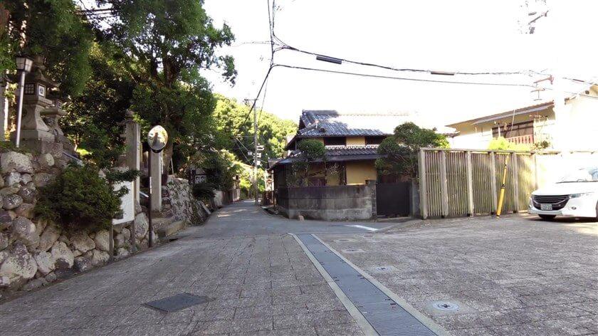 高野街道、「烏帽子形八幡神社」正面辺り