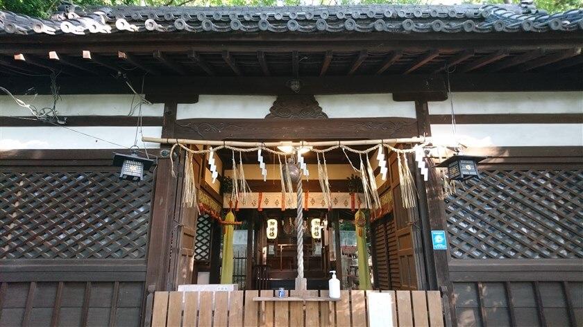 石神社の本殿内部