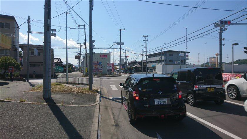 中野町3丁目交差点 旧道は左前へ入っている