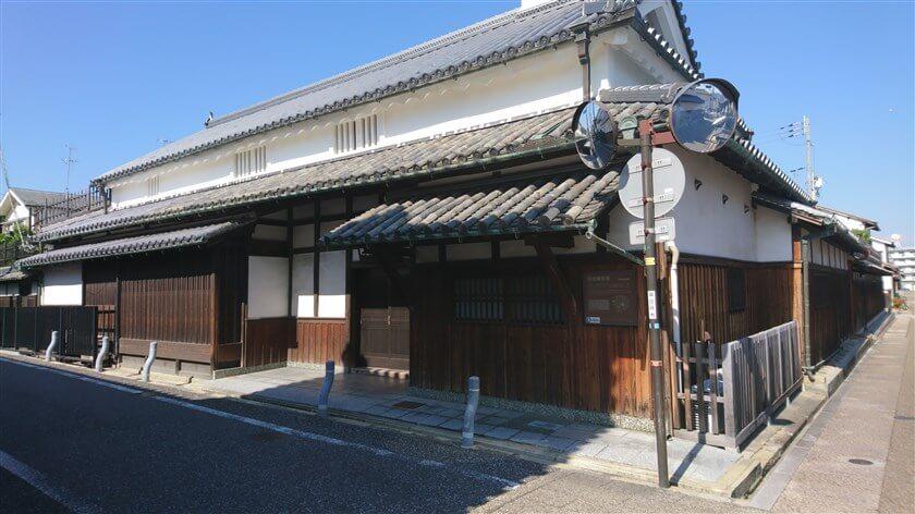 堺町通りの角にある「杉田家住宅」