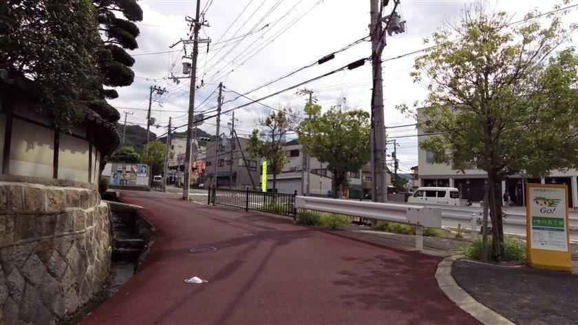 大阪府道8号大阪生駒線との信号に出る