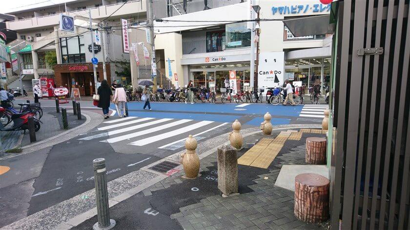 旧国道R170に入ると、「国道」にもかかわらず賑やかな商店街になる