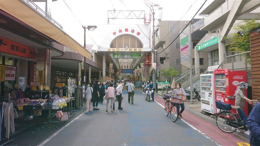 「サンロード瓢箪山」という商店街になっている