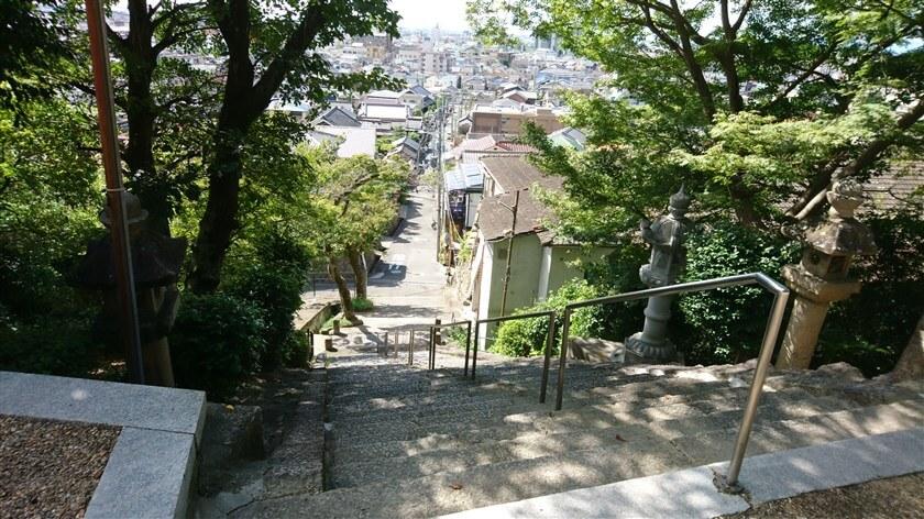 鐸比古鐸比売(ぬでひこ ぬでひめ)神社から、東高野街道に戻る風景