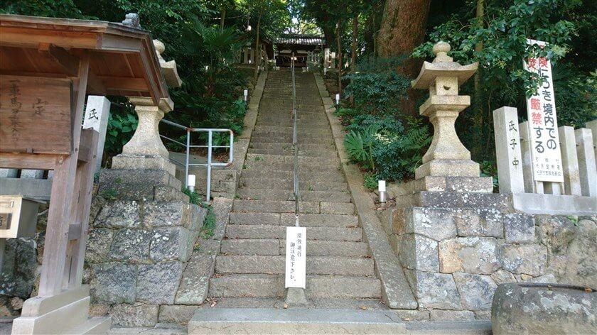 石神社階段