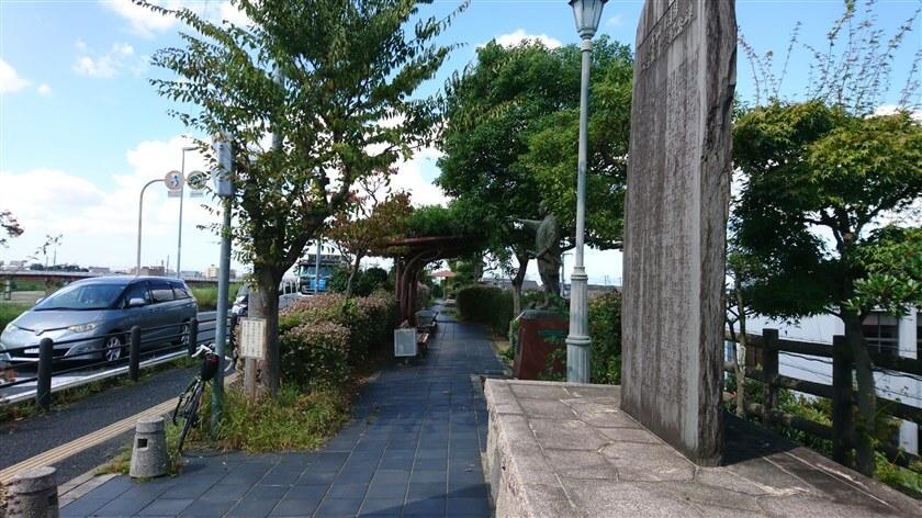 「大和川治水記念公園」の向かいは大和川で、少し東に行けば新大和橋の手前に着く
