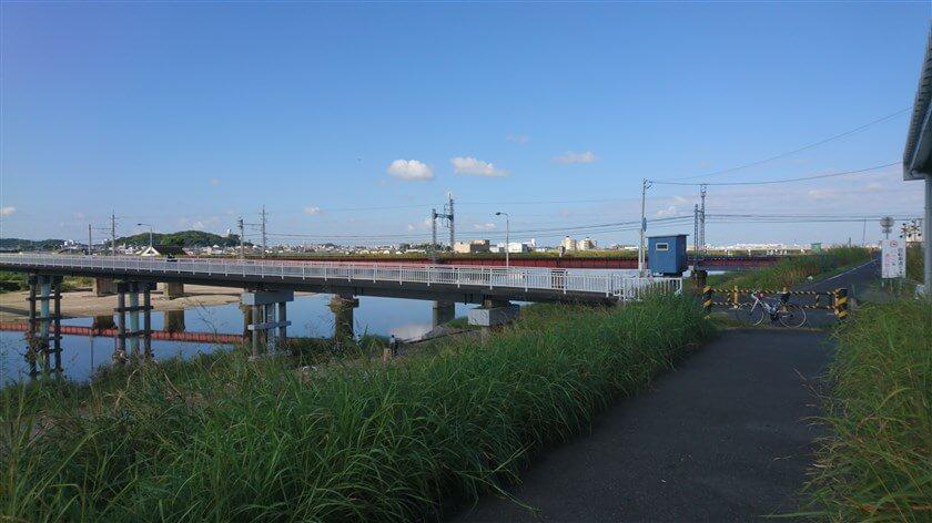大和川を渡る柏原市の「新大和橋」