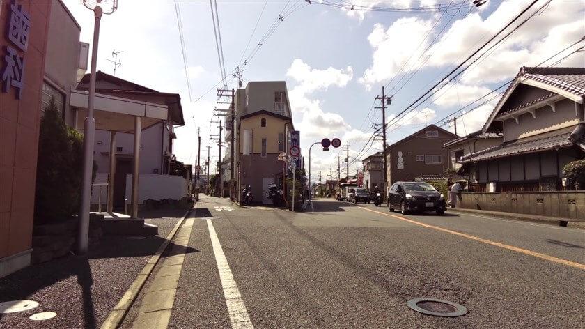すぐに旧170号線に出て「城山」の信号で、左手の細道に入ってゆく