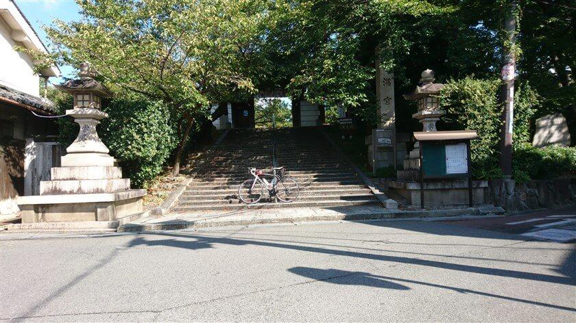 道明寺の東隣に「道明寺天満宮」がある