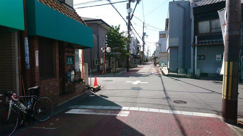 街道に戻って、少し行くと「竹内街道」との交差点になる