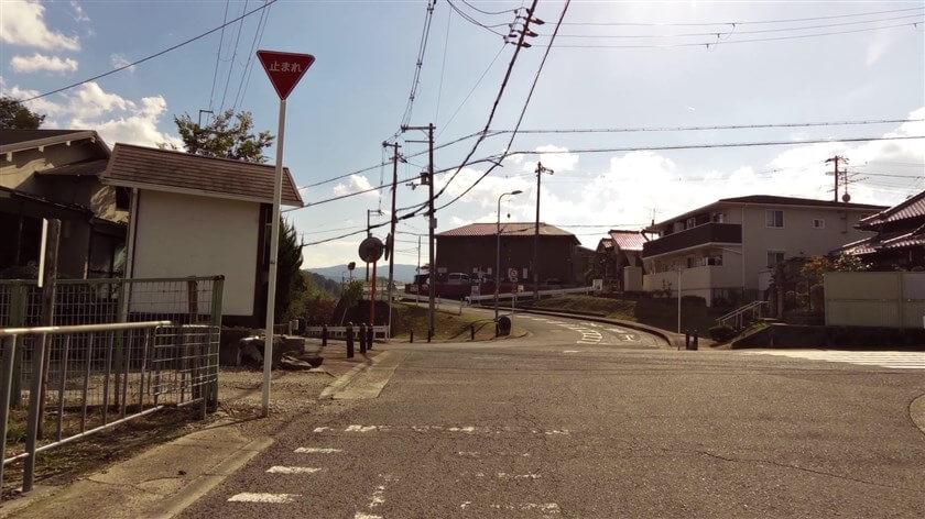 河内長野市市町で左に下る