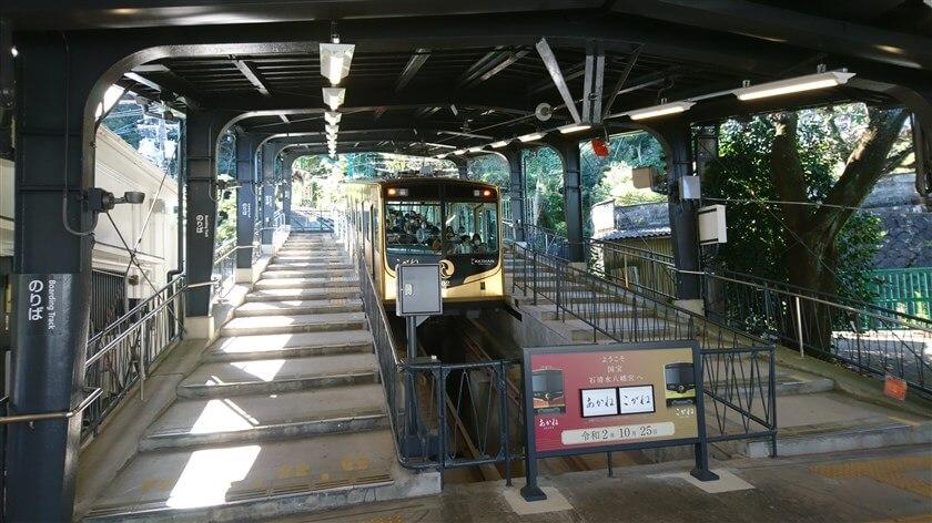 参道ケーブルの車両