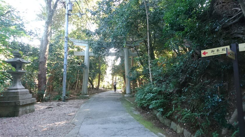 男山展望台から石清水八幡宮への参道