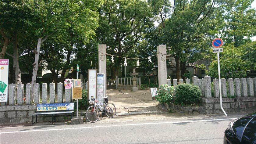 旧170号線に合流した地点で、「和田賢秀公墓」前に出た