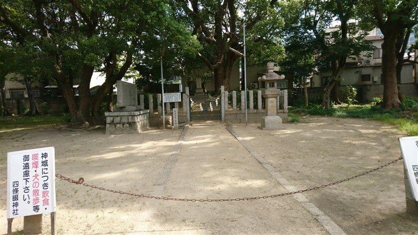「和田賢秀公墓」