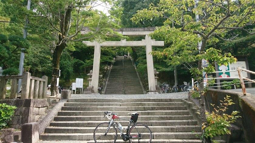 四条畷神社:参道の階段