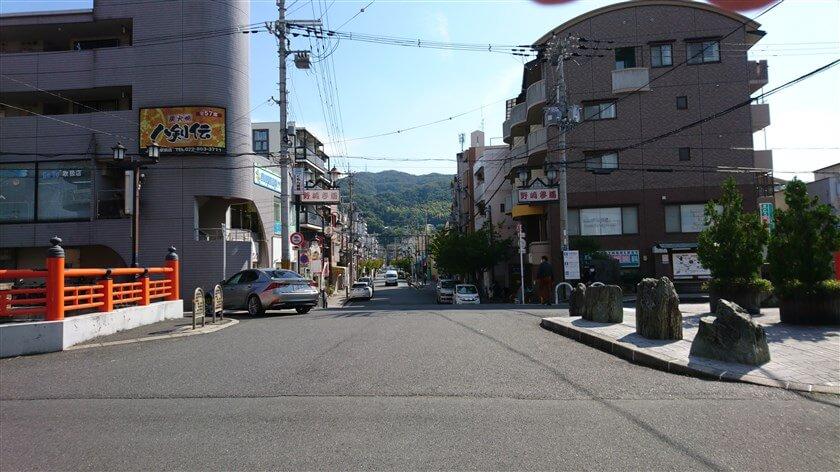 「野崎駅」から見た、野崎参り参道