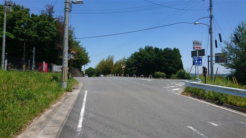 信貴フラワーロードと「奈良県道250号平群信貴山線」の交点に到着