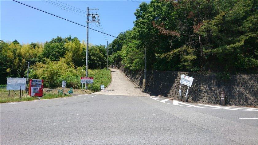 信貴フラワーロードから、「奈良県道250号平群信貴山線」の信貴山方面への上りの様子