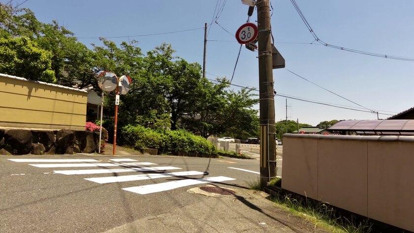 奈良県道236号信貴山線に出る