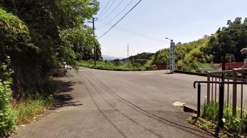 「仁王門」の脇から、「白虎」がある駐車場に降りる