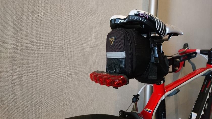 ロードバイクのサドルバッグに装着して使用中。